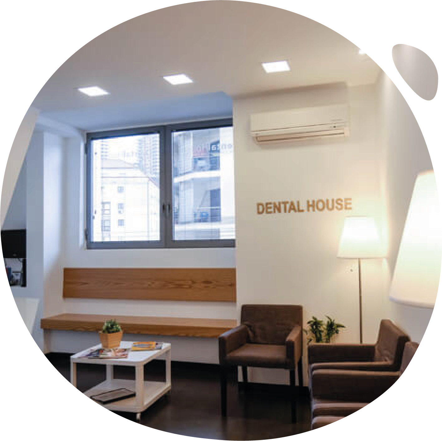 https://www.mydentalhouse.com/wp-content/uploads/clinica3.png
